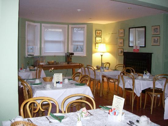 Warkworth House : The breakfast area - very cute!