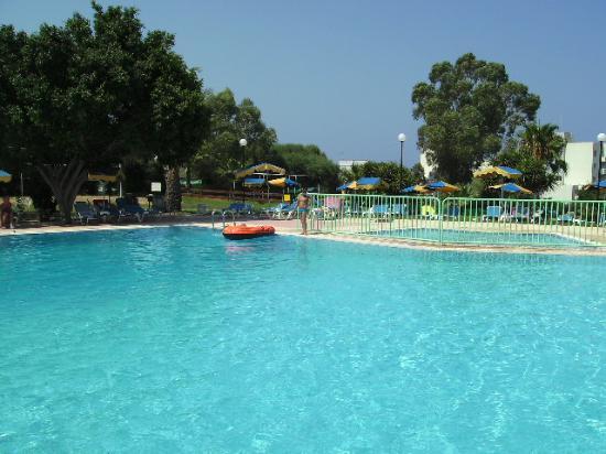 Adelais Bay Hotel: Pool