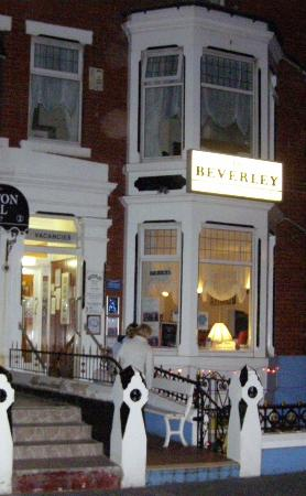 The Beverley: Hotel by night