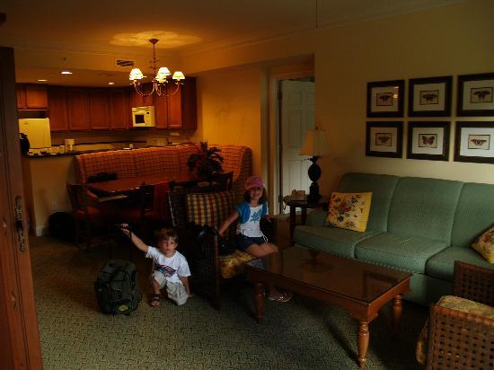 Marriott's Waiohai Beach Club: Waiohai living and dining rooms