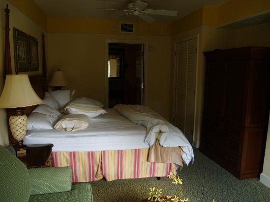 Marriott's Waiohai Beach Club: Second bdrm w/ king bed and sleeper sofa