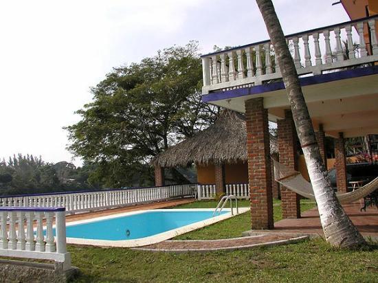 Hotel Chachalacas: Cuenta con piscina con agua templada