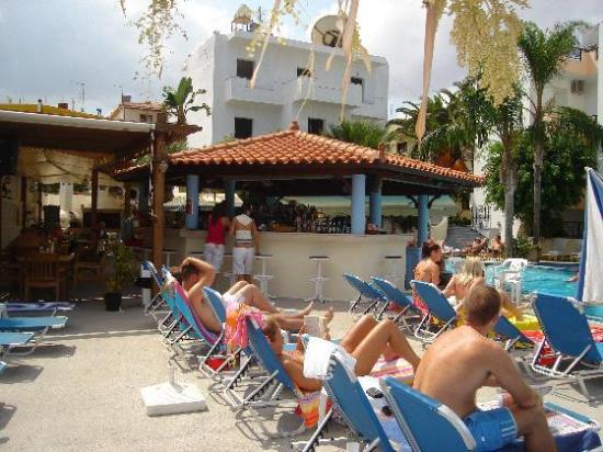 Malia Mare Hotel: Pool bar at Malia Mare