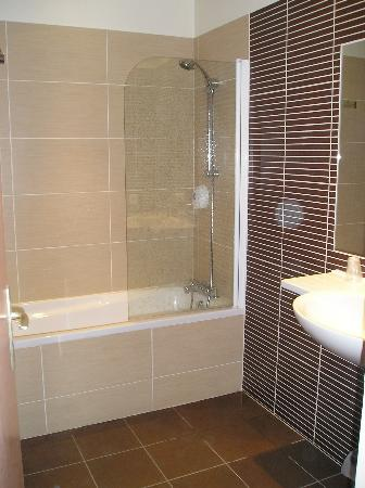 Citotel Criden: The lovely bathroom - loo was adjacent.