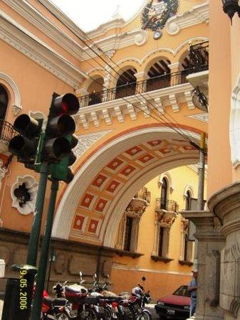 Edificio de Correos Central: Arco de Correos zona 1