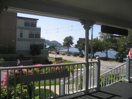 The Harbor House Inn: Even greater view!