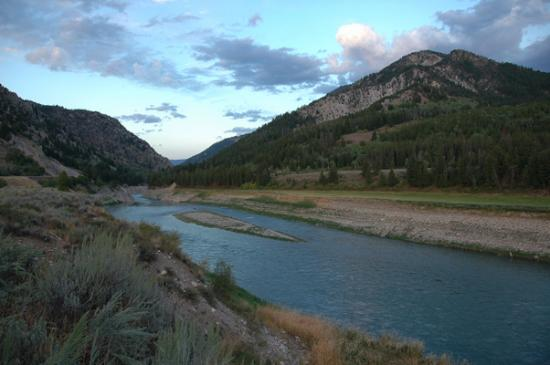 Flying Saddle Resort: View to a Snake river
