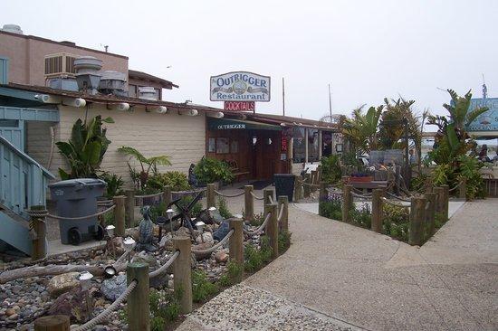 The Outrigger Restaurant: Entrance
