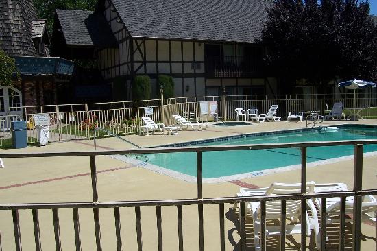 Sideways Inn: Pool area