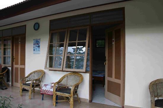 Cibal, Indonesia: Pondok svd - terrasse de la chambre