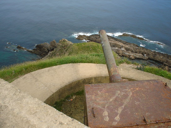 Province of Vizcaya, Spain: Anti-aircraft guns embedded in the mountain