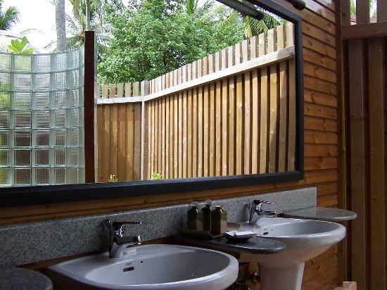 Komandoo Maldives Island Resort: His and hers sinks in the open-air bathroom