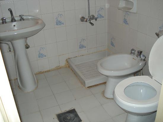 Nairoukh II: Disgusting bathroom