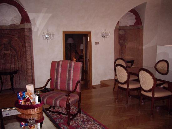 Smetana Hotel : Sitting/Dining Area