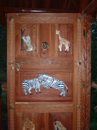 Royal Mara Safari Lodge: Carving & painting on tent door