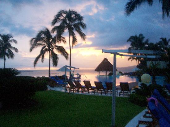 Grand Velas Riviera Nayarit: View of pool
