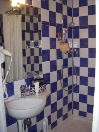 Hotel Villa La Tour: Shower (endless hot water)