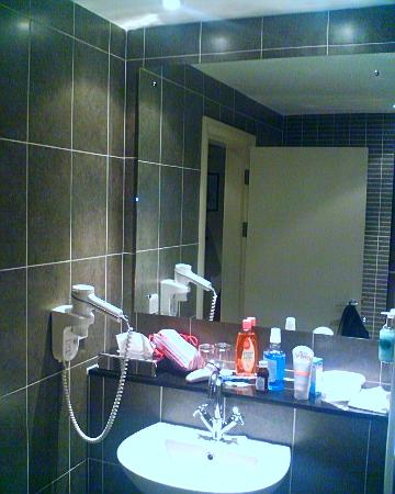 Killarney Court Hotel: Bathroom - Superior Room