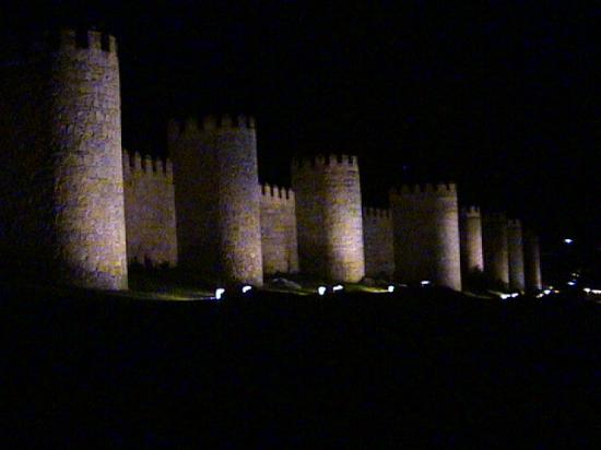 Parador de Ávila: City Wall (At Night)