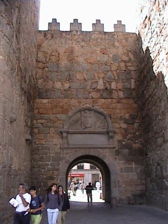 Parador de Ávila: A gate in the City Wall