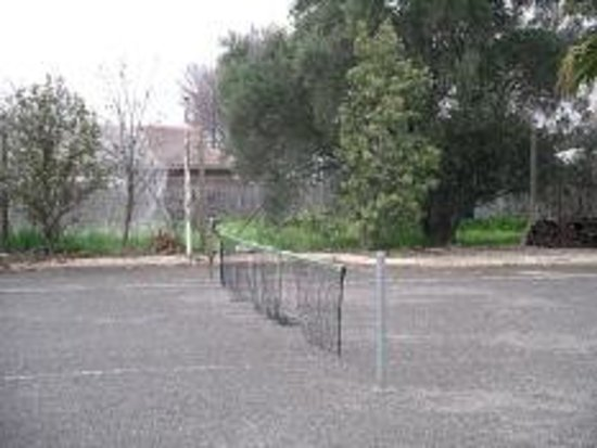 Winning Post Motor Inn:                                     tennis court