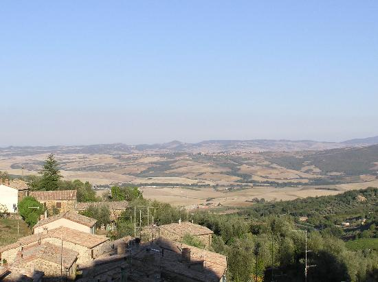 Hotel Residence Montalcino: View from our room of La Crete