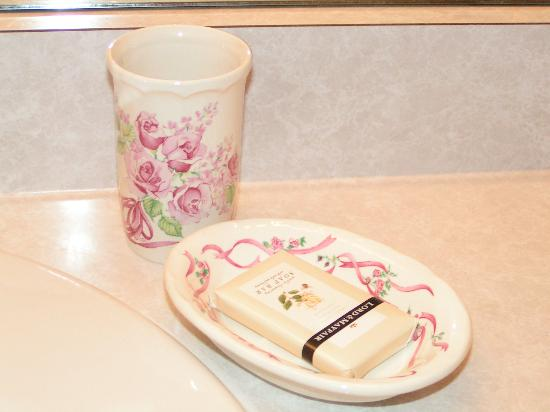Alpen rose inn bathroom accessories just some of the nice decorative