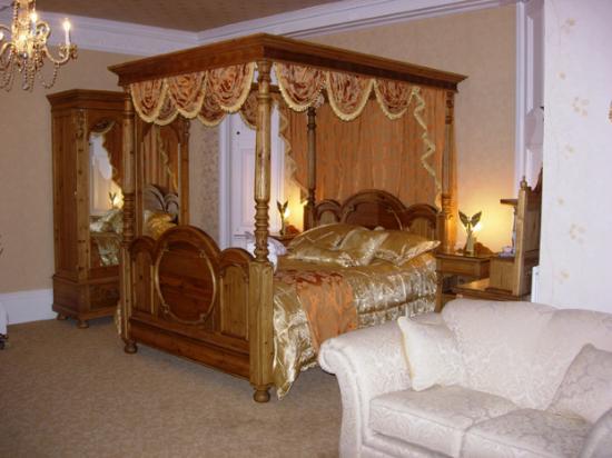 Enchanted Manor: Bedroom