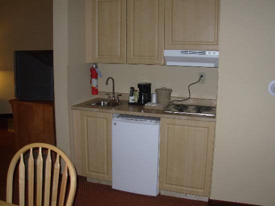 La Quinta Inn & Suites Fairbanks Airport : Suite - Kitchenette