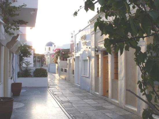 The Museum Spa Wellness Santorini Hotel: Street quiet in the morning