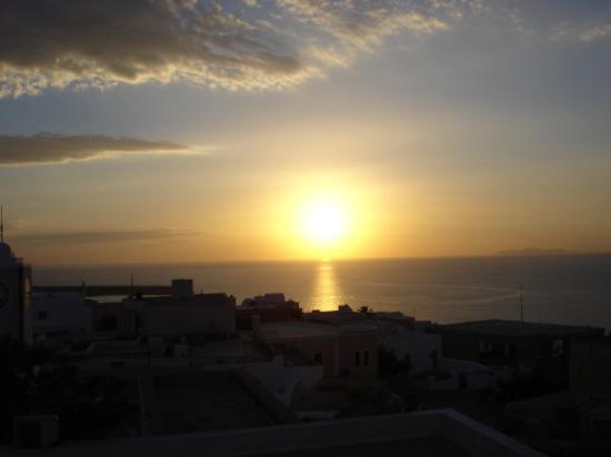 The Museum Spa Wellness Santorini Hotel: The last sunset from my balcony