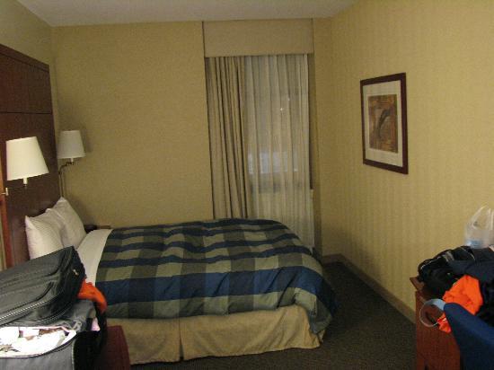 room picture of club quarters hotel central loop. Black Bedroom Furniture Sets. Home Design Ideas