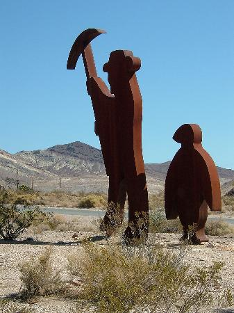 Stagecoach Hotel and Casino: The Miner and the Penquin - Goldwell Open Air Museum