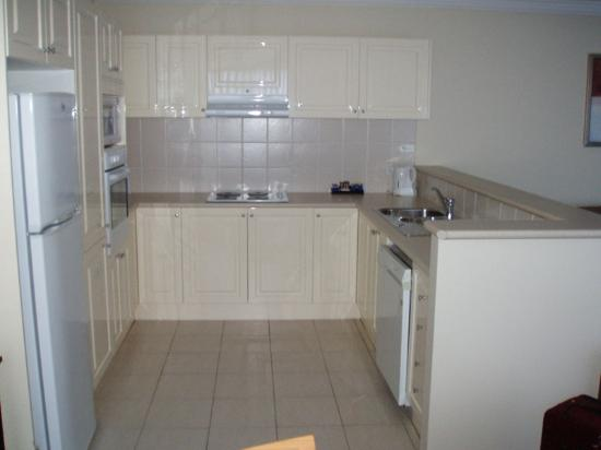 Wollongong Serviced Apartments: Kitchen