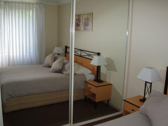 Wollongong Serviced Apartments: Main Bedroom