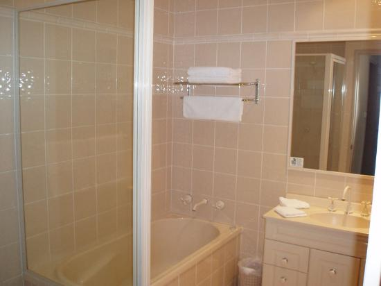 Wollongong Serviced Apartments: Bathroom
