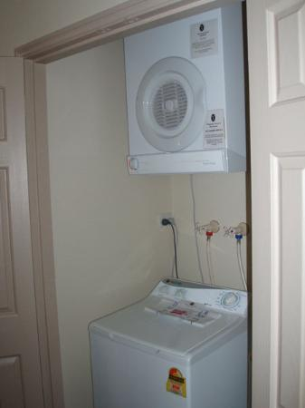 Wollongong Serviced Apartments: Laundry off hallway