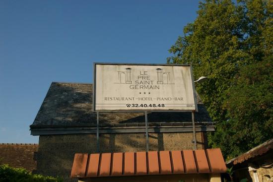 Le Pre Saint Germain Hotel : Driveway entry sing