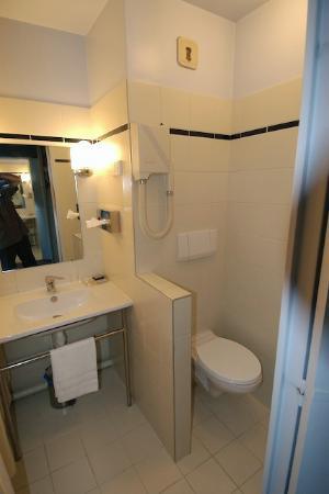 Le Pre Saint Germain Hotel : Bathroom