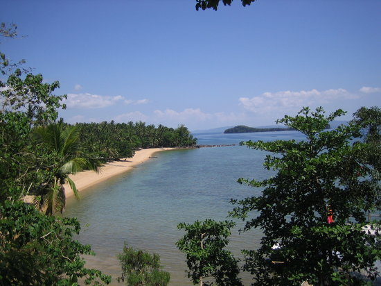 Leyte Island, Filipiny: Looking south down Agtabeach