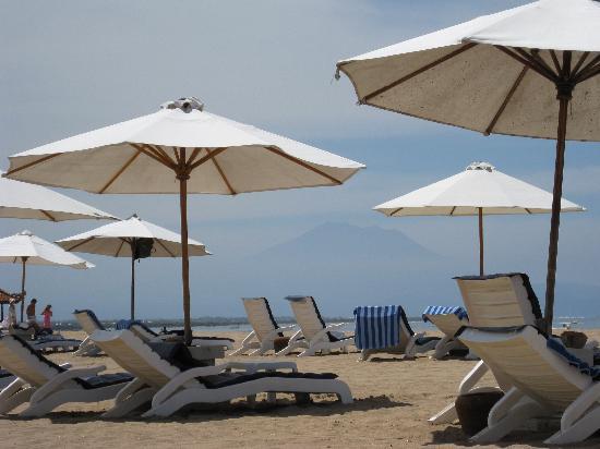Grand Mirage Resort: Grand Mirage - beach (Gunung Agung in the background)