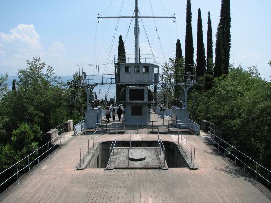 Il Vittoriale degli Italiani : The light cruiser Puglia