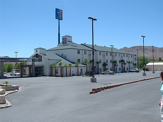 Motel 6 Beatty / Death Valley: Outside Front