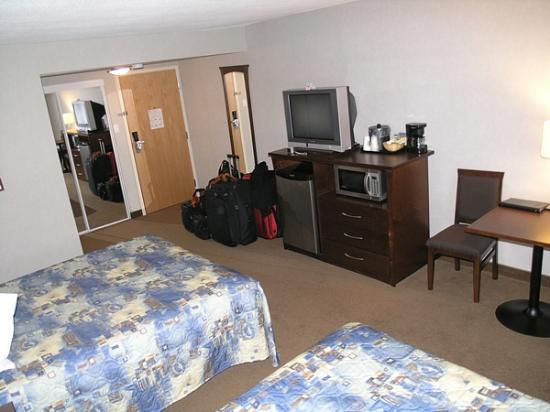 Days Inn & Suites Revelstoke: Room with two Queen beds