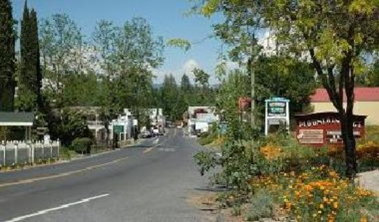 Downtown Groveland, on the way to Yosemite