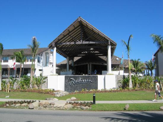 Radisson Blu Resort Fiji Denarau Island: Front Entrance