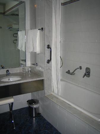 Una Hotel Brescia : bathroom
