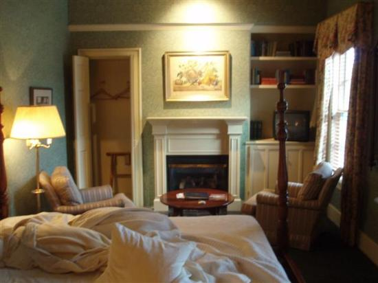 Sherwood Inn: The suite, #41