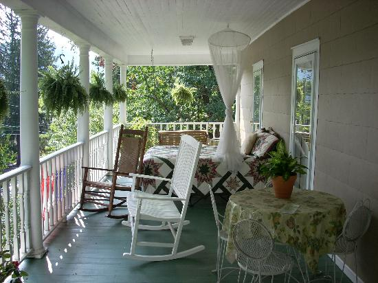 Black Mountain, NC: 2nd Floor Porch....with a bed!