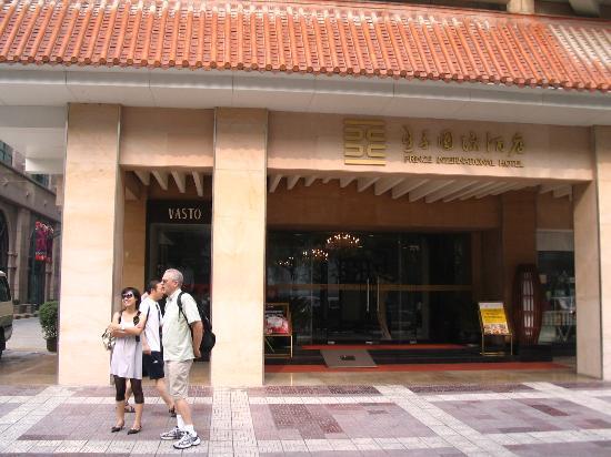 Xian Skytel Hotel: Entrance to Prince International Hotel